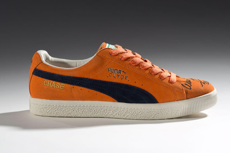 1973 : Puma redessine sa célèbre Suede en l'arrangeant spécialement pour la légende des parquets new-yorkais, le basketteur double champion NBA (1970, 1973) Walt «Clyde» Frazier. Aussi «sauvage» que le joueur pour l'époque, cette sneaker a rapidement inondé les rues, ouvrant la porte à des modèles plus colorés et identitaires. La Puma Clyde était vendue comme la chaussure parfaite pour le basket-ball, pour la vie de tous les jours et pour le break-dance.